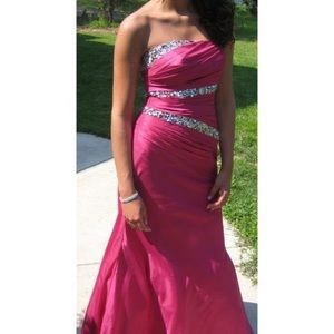 Size 2 STRAPLESS FUSCHIA PINK Night Moves Gown
